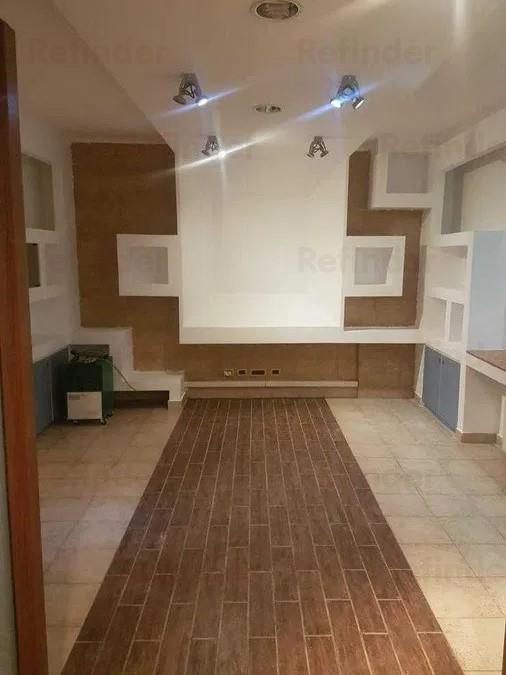Vanzare apartament 2 camere, curte si boxa la demisol inalt cu geamuri mari in vila, zona Mosilor Eminescu.