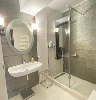 Vanzare apartament 3 camere Decebal   bloc nou   loc de parcare