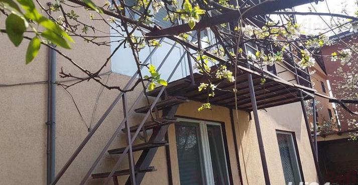 Vanzare Casa+Teren 242 Mp Aparatorii Patriei  Berceni