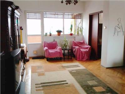 Bdul CORNELIU COPOSU : apartament  3 camere,  decomandat