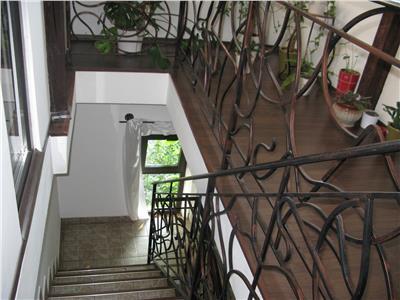 Inchiriere vila 8 camere in stil Brancovenesc zona Cotroceni