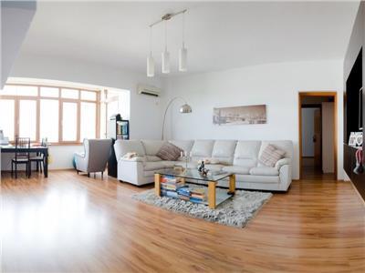Vanzare apartament 2 camere  mobilat cu vedere spre Parcul Carol