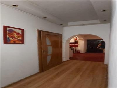 Vanzare apartament 2 camere zona Bd Regina Maria