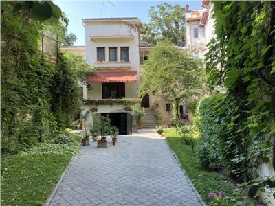 vanzare vila 19 camere | 4 apartamente | teren proprietate 700 mp | zona armeneasca Bucuresti