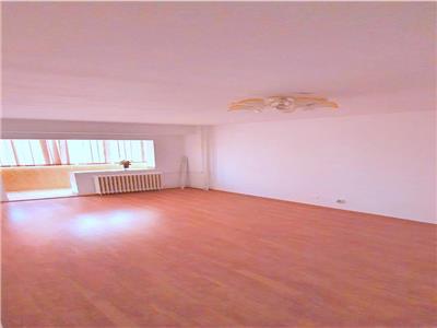 Vanzare apartament spatios 4 camere in Tei