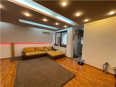 Vanzare apartament 3 camere in vila zona Decebal | mobilat si utilat | loc de parcare