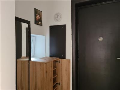 Vanzare apartament intim si cochet de 2 camere , parter, renovat , utilat si mobilat, zona boema Popa Soare