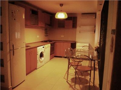 Apartament cu 4 camere de inchiriat Stefan cel Mare